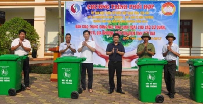 Yên Bái bàn giao 80 thùng rác nhựa HDPE 240 lít cho huyện Trấn Yên, Yên Bái